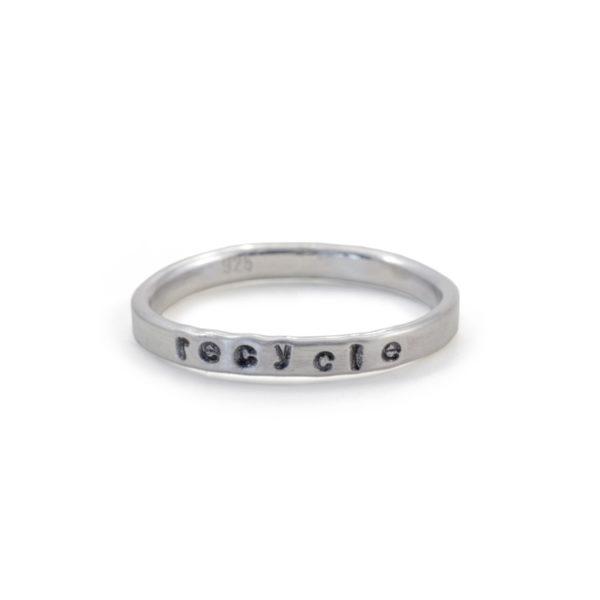 Ring i återvunnet silver. Handgjord. Handgjord ring. Handgjorda smycken. Ring i återvunnet silver. Silver. Återbruk. Present. Presenttips. MNOP Jewelry.