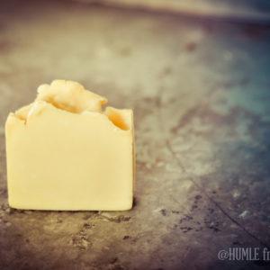 Tvål med humle i och doft av lavendel ekologisk naturlig naturlig hudvård